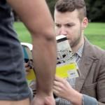 Vídeo: Si la vida real fuera como las apps para gays
