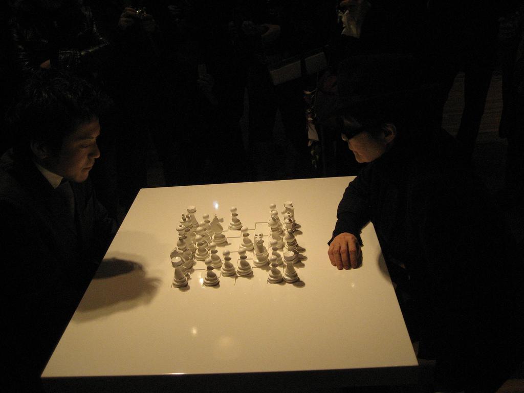 yoko-ono-ajedrez-blanco