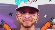 Lewis Hamilton la lía con Snapchat