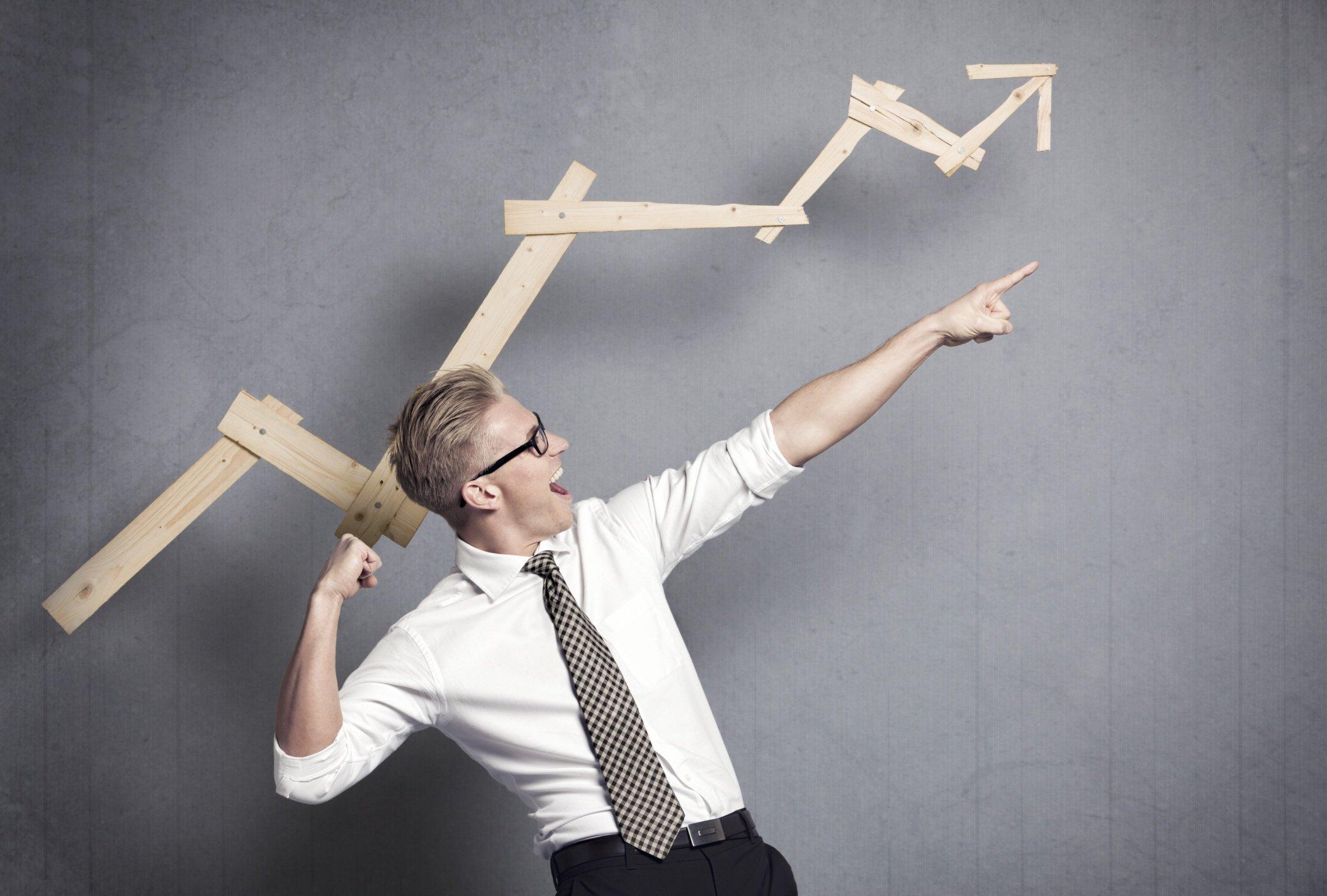 El emprendedor español es hombre, tiene 35 años, estudios universitarios y formación en ciencias sociales