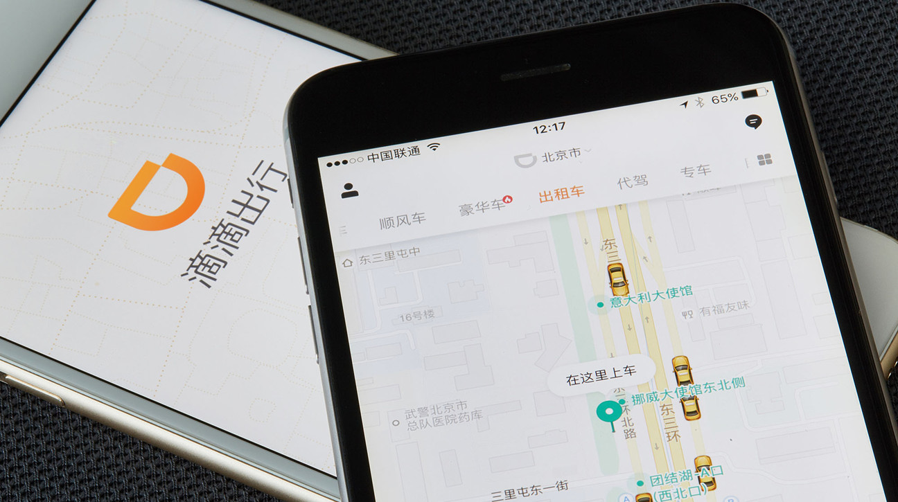 Booking invierte 500 millones de dólares en la app de taxis china Didi