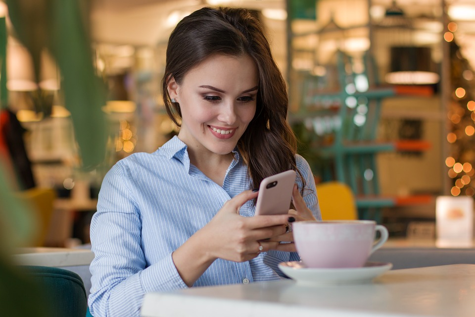 Las mujeres son un 79% más propensas a gastar dinero en juegos móviles que los hombres