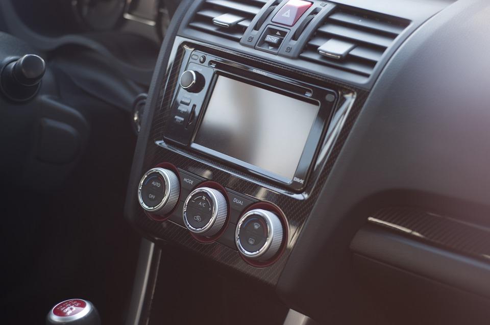 CAR- AUDIO: El sistema que logra optimizar el sonido en nuestro coche