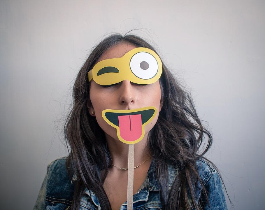 Aprende a poner caras en vídeos de forma sencilla
