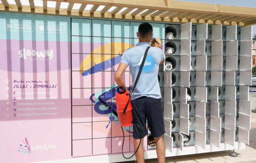Sloowy, la app que permite alquilar sillas de playa y sombrillas por minutos